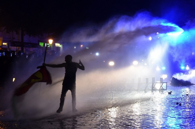 LAMPUNG POST | Bentrok dengan Pendemo Anti-G20, 76 Polisi Hamburg Terluka