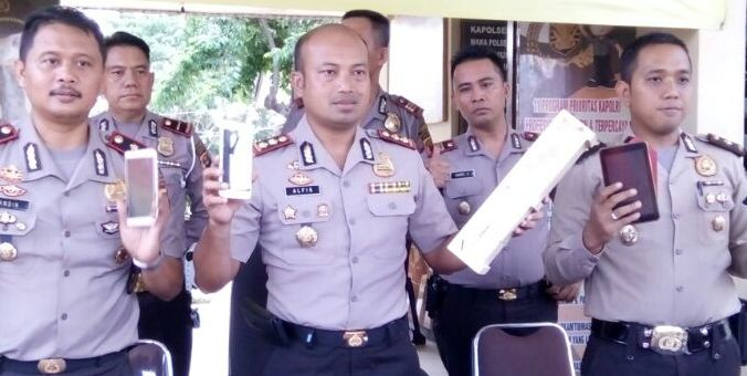 Baku Tembak Dengan Perampok, 3 Anggota Reskrim Pringsewu Dapat Penghargaan