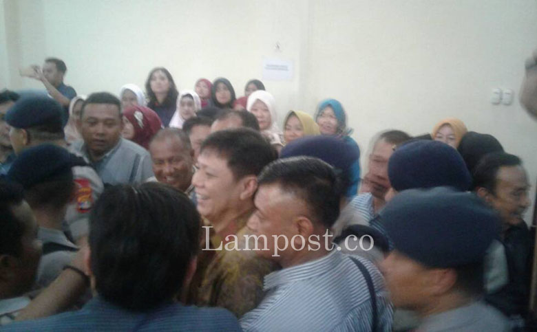LAMPUNG POST | KPK Serahkan Memori Banding Bambang Besok