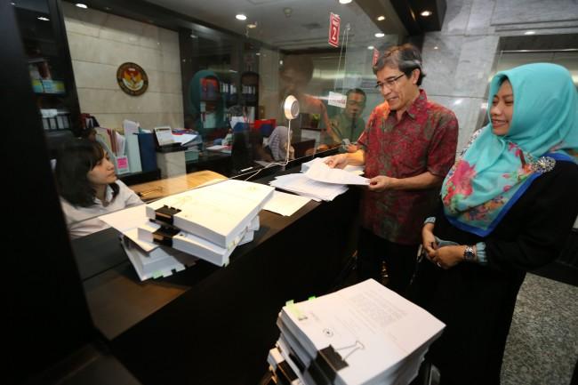 LAMPUNG POST | Mantan Komisioner KPU Gugat Aturan Ambang Batas Pencalonan Presiden