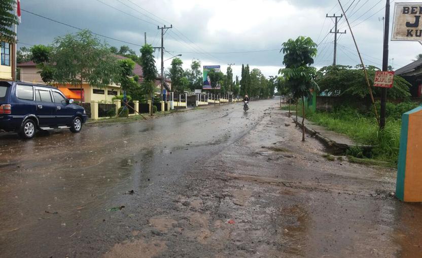 LAMPUNG POST | Pengendara keluhkan Genangan Air di Jalan Tjoekoel Soebroto