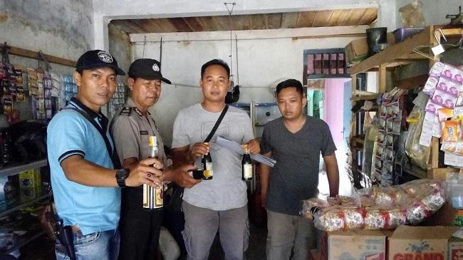 Polres Lampung Utara Amankan 31 Botol Miras dan 5 Liter Tuak