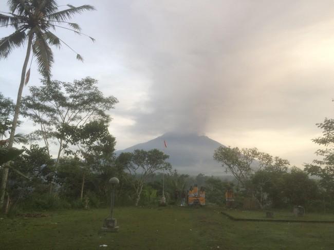 LA   MPUNG POST | Status Gunung Agung Naik Jadi Awas