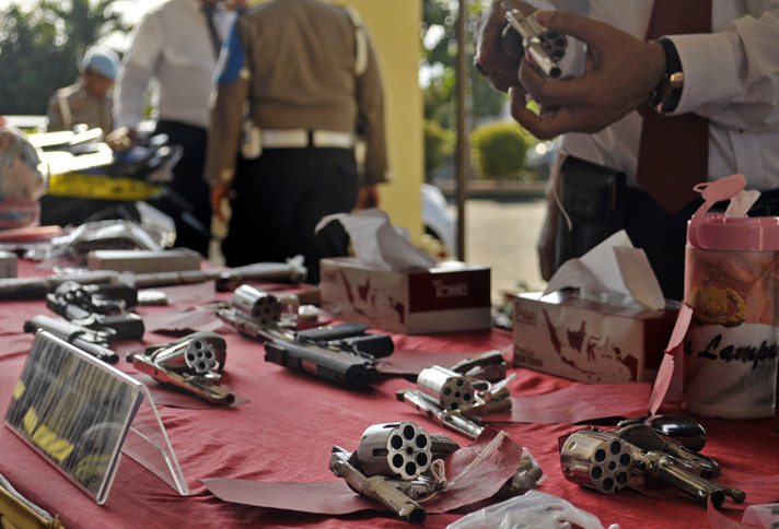 LAMPUNG POST | Polisi Gerebek Gudang Perakitan Senpi di Jabung