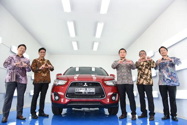 LAMPUNG POST | Mitsubishi Resmikan Fasilitas Body Repair dan Paint Shop Pertama di Indonesia Timur