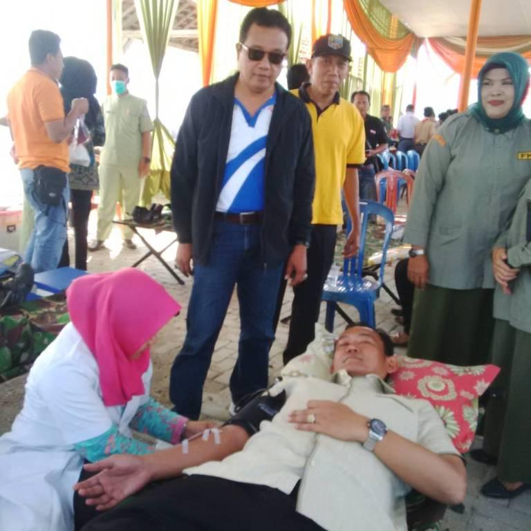 LAMPUNG POST | Sebelum Dilantik Jadi Wakil Bupati Pringsewu, Fauzi Donorkan Darah