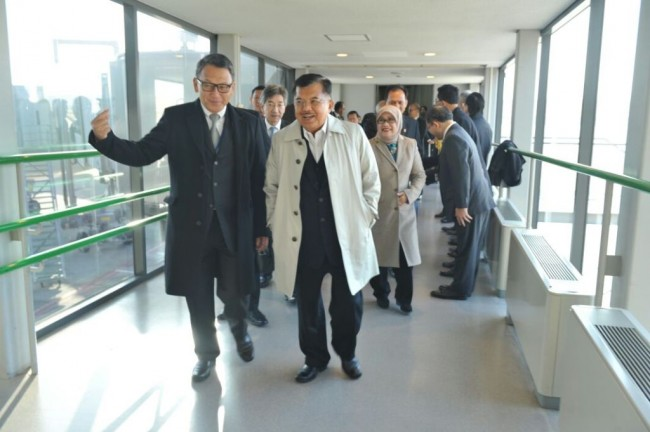 LAMPUNG POST | Jusuf Kalla Terima Gelar Doktor Kehormatan di Universitas Hiroshima