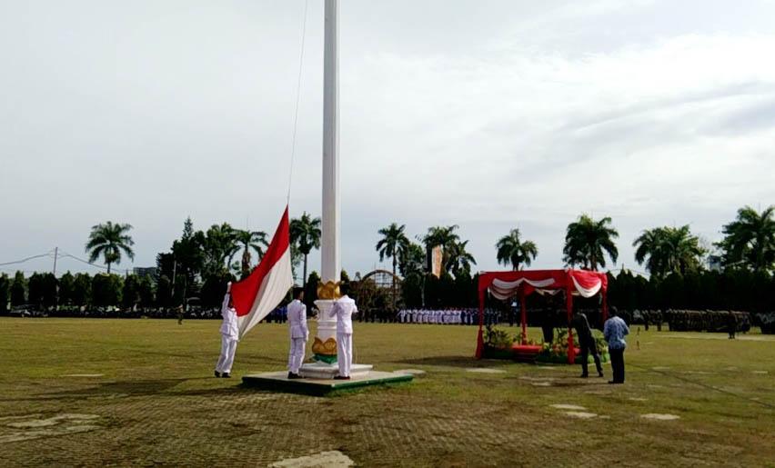 LAMPUNG POST | Kapolda Pimpin Upacara Hari Pahlawan di Lapangan Korpri