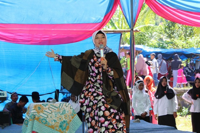 Nunik Hadiri Pelantikan PAC Fatayat Klumbayan Barat