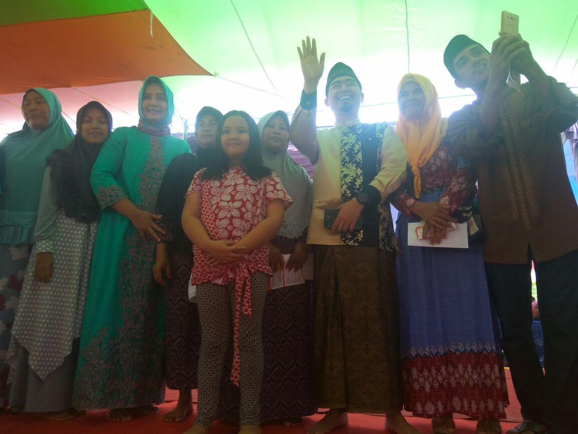 Rianasari Arinal dan Ustaz Solmed Silaturrahmi dengan Masyarakat Katibung
