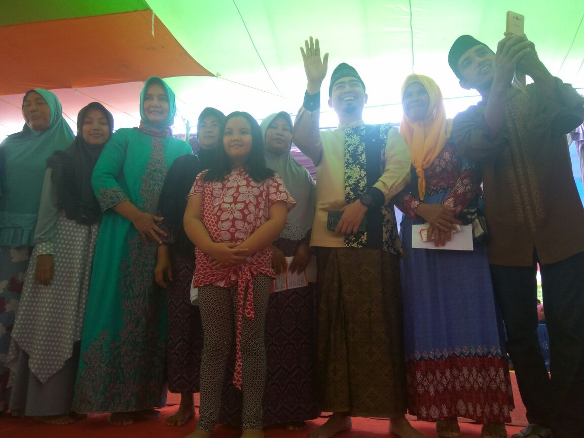 LAMPUNG POST | Rianasari Arinal dan Ustaz Solmed Silaturrahmi dengan Masyarakat Katibung