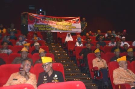 LAMPUNG POST | Korem 043 Gelar Nobar Film Merah Putih Memanggil