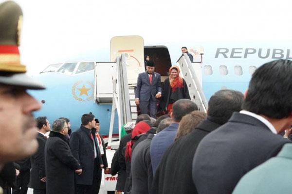 Jokowi dan Rombongan Disambut Salju Afghanistan