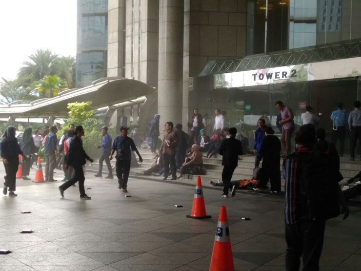 Sejumlah Mahasiswa Jadi Korban Ambruknya Balkon Gedung BEI