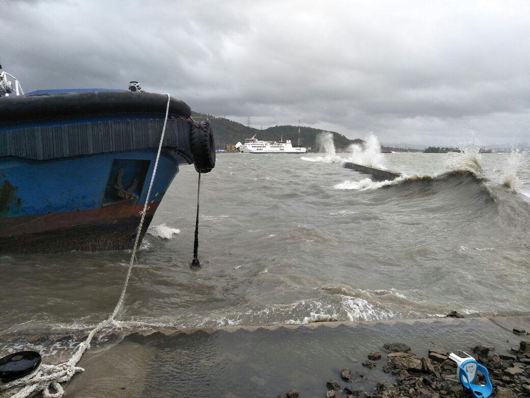 Waspada, Gelombang Tinggi Berpotensi di Pelabuhan Laut Krui
