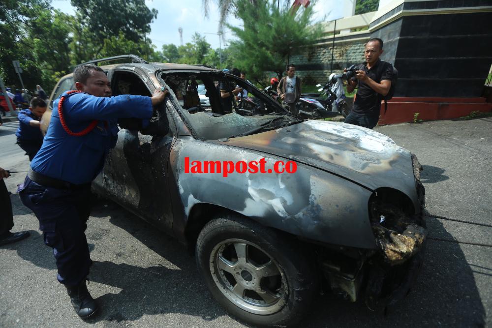 LAMPUNG POST | Korsleting karena Habis Bensin, Mobil Hiyundai Terbakar