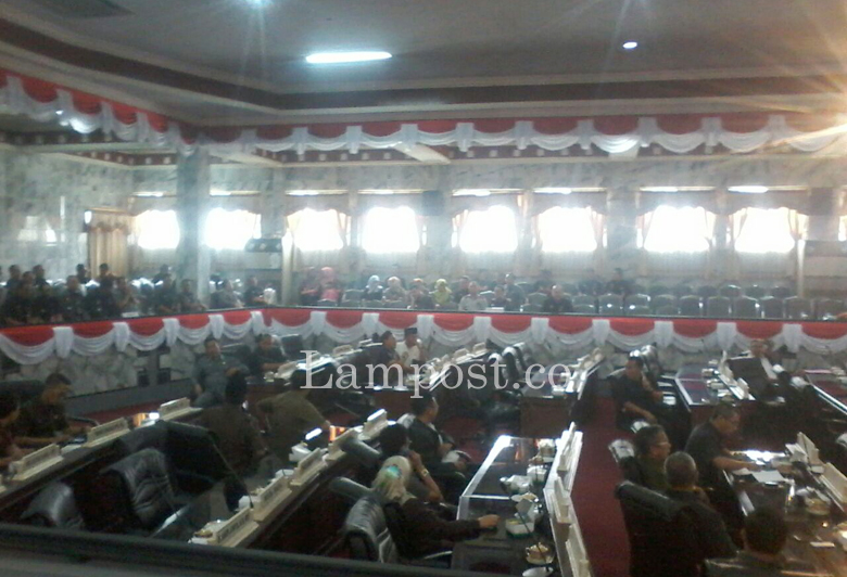 Sempat Diskors, Rapat Pembahasan Usul Inisiatif DPRD Lampura Dilanjutkan
