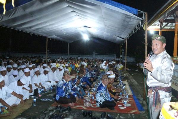 LAMPUNG POST | Lestarikan Budaya, Mustafa Membaur Bersama Ribuan Warga Bali, Jawa, dan Lampung