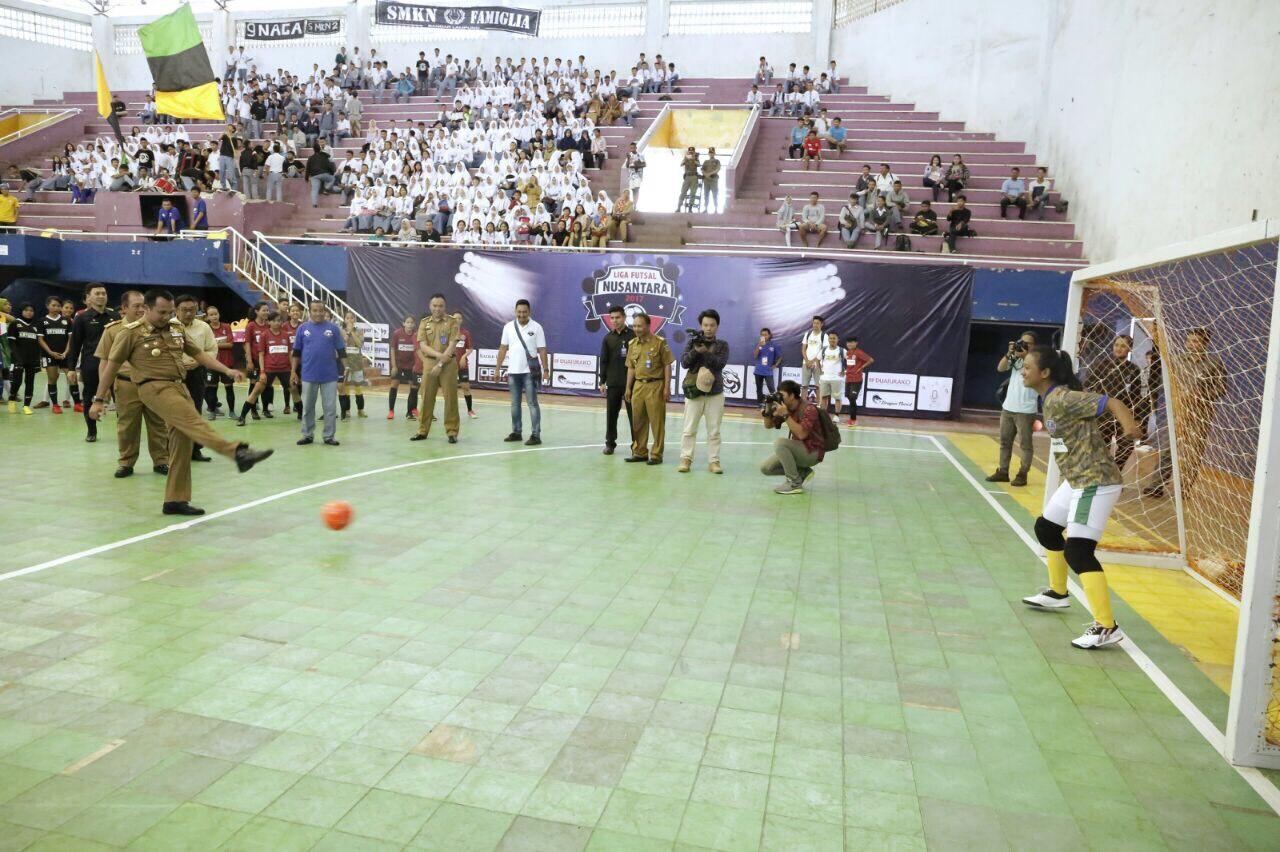 LAMPUNG POST | Buka Liga Futsal Nusantara 2017 Gubernur Ridho Minta Junjung Sportivitas