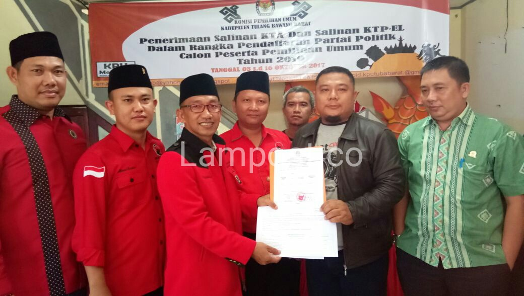 LAMPUNG POST | Kirab Budaya Iringi PDIP Tubaba Daftar ķe KPU