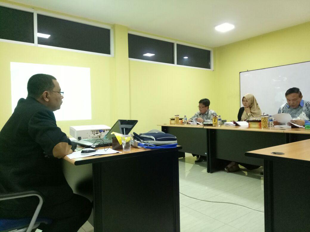 LAMPUNG POST | Pemred Lampung Post Paparkan Disertasi Media Konvergensi