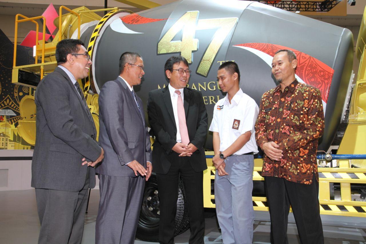 LAMPUNG POST | KTB Donasikan Colt Diesel Untuk 8 SMK di Indonesia, Termasuk Lampung