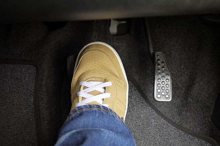 LAMPUNG POST | Tips: Hindari Kebiasaan Buruk di Pedal Rem Mobil Matic