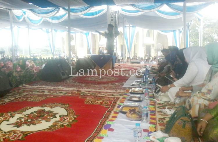 LAMPUNG POST | Ustad Fikri MZ Isi Pengajian Akbar di Kotabumi