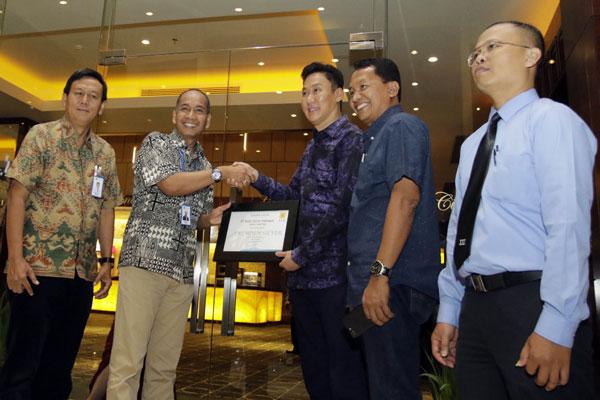 Mal Kartini Raih Penghargaan Pelanggan Premium PLN