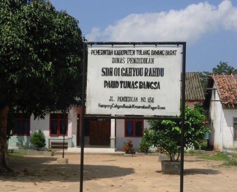 LAMPUNG POST | Cuma Ada 2 Lokal Kelas, SDN 01 Cahyorandu Ditutup