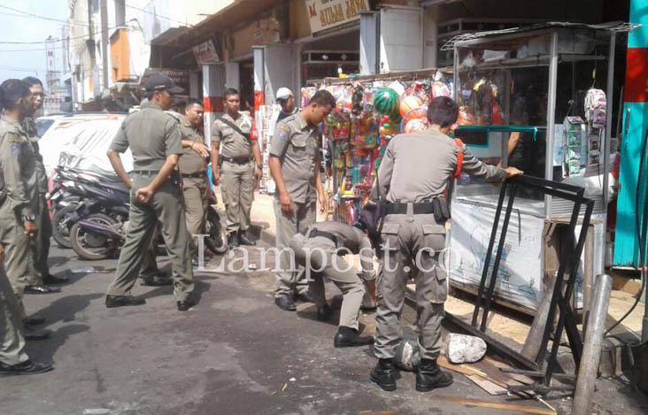 LAMPUNG POST | PKL Pasar Tengah Ditertibkan