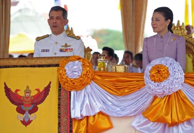 LAMPUNG POST   Thailand Tuntut Facebook Menghapus Video Raja yang Penuh Tato