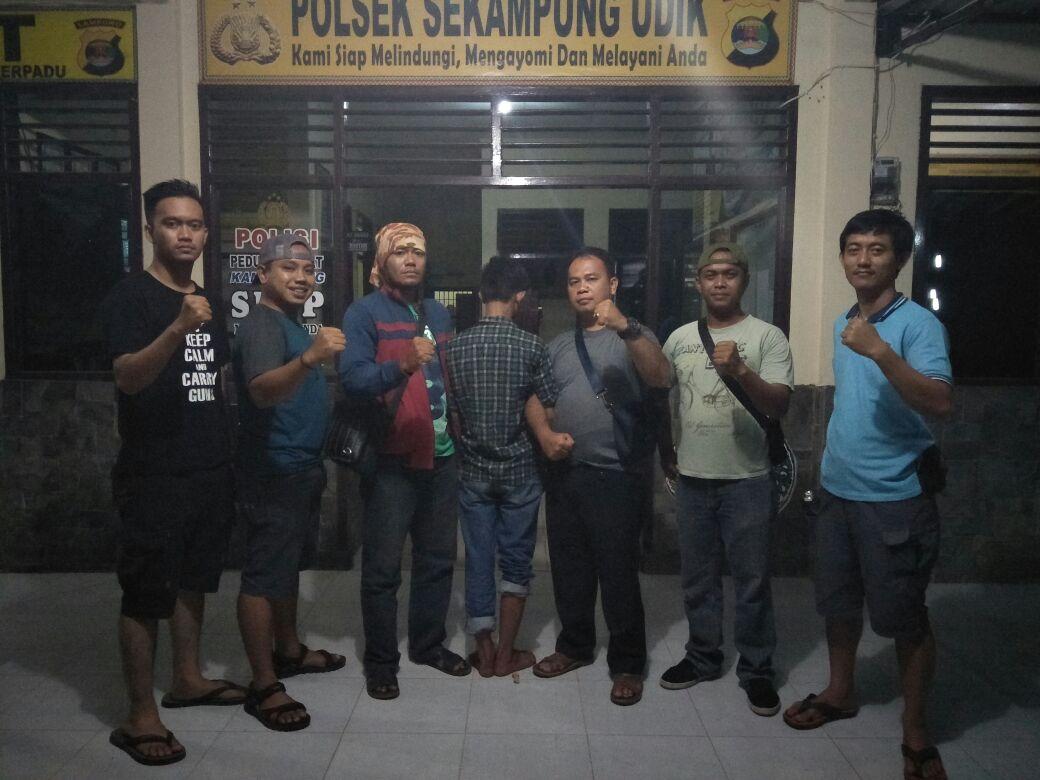 LAMPUNG POST | Pelaku Perampasan Handphone Diamankan di Polsek Sekampung Udik