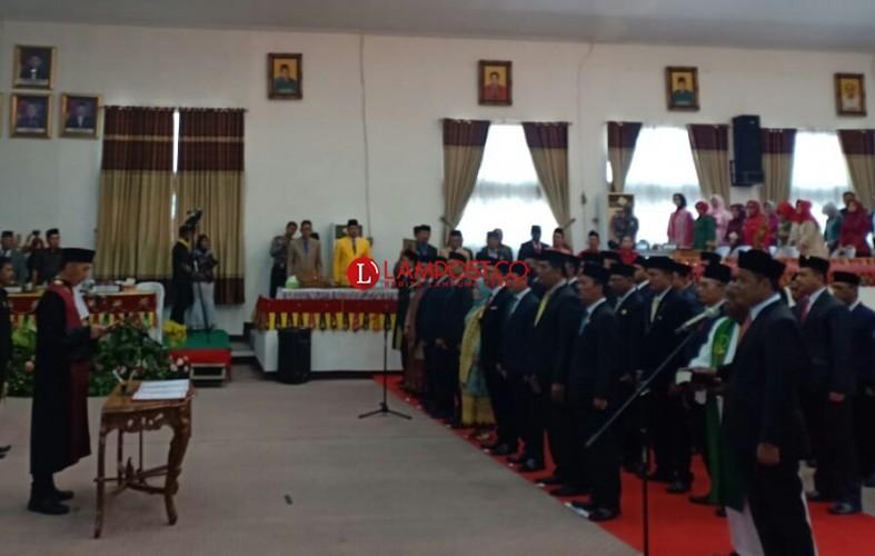 50 Anggota DPRD Lamteng Terpilih Disumpah