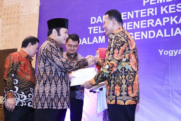 LAMPUNG POST | Bupati Lampung Selatan Raih Penghargaan
