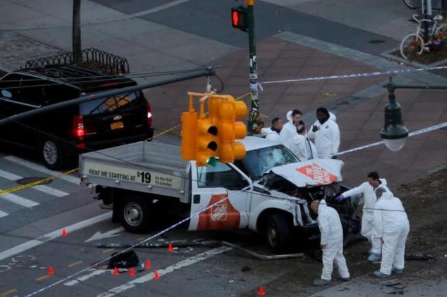 LAMPUNG POST | Truk Tabrak Pejalan Kaki di New York, 8 Orang Tewas
