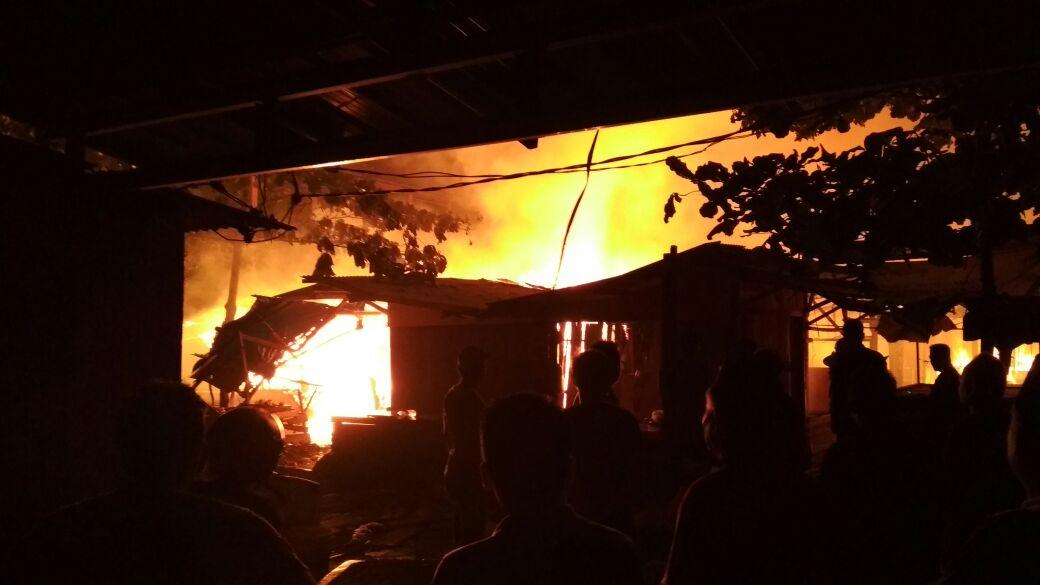 LAMPUNG POST | Penampungan Sementara Pasar Way Halim Terbakar