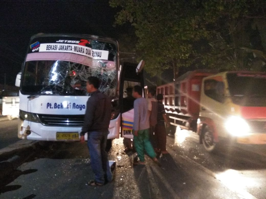 LAMPUNG POST | Kecelakaan di Jalinsum Kecamatan Natar, Lalu Lintas Macet