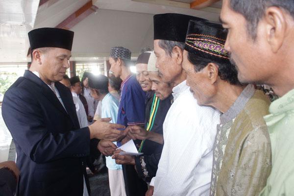 LAMPUNG POST | Guru Mengaji, Marbut, dan Mudin  Se-Lampung Tengah Terima Insentif