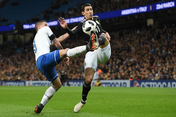 Argentina Bungkam Italia 2-0