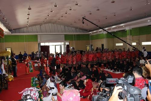 LAMPUNG POST   Angkon Muwarei, Budaya Mengangkat Saudara (1)