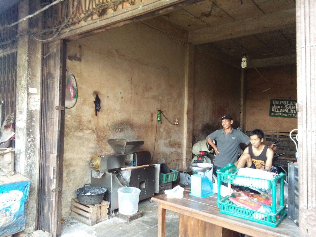 LAMPUNG POST   Pedagang Pasar SMEP Minta Uang Dikembalikan