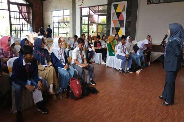 Kantor Bahasa Lampung Gelar Bengkel Sastra