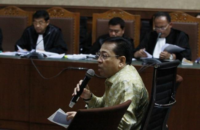 LAMPUNG POST | Novanto Akui Merogoh Kocek Rp20 Miliar untuk Lawan KPK