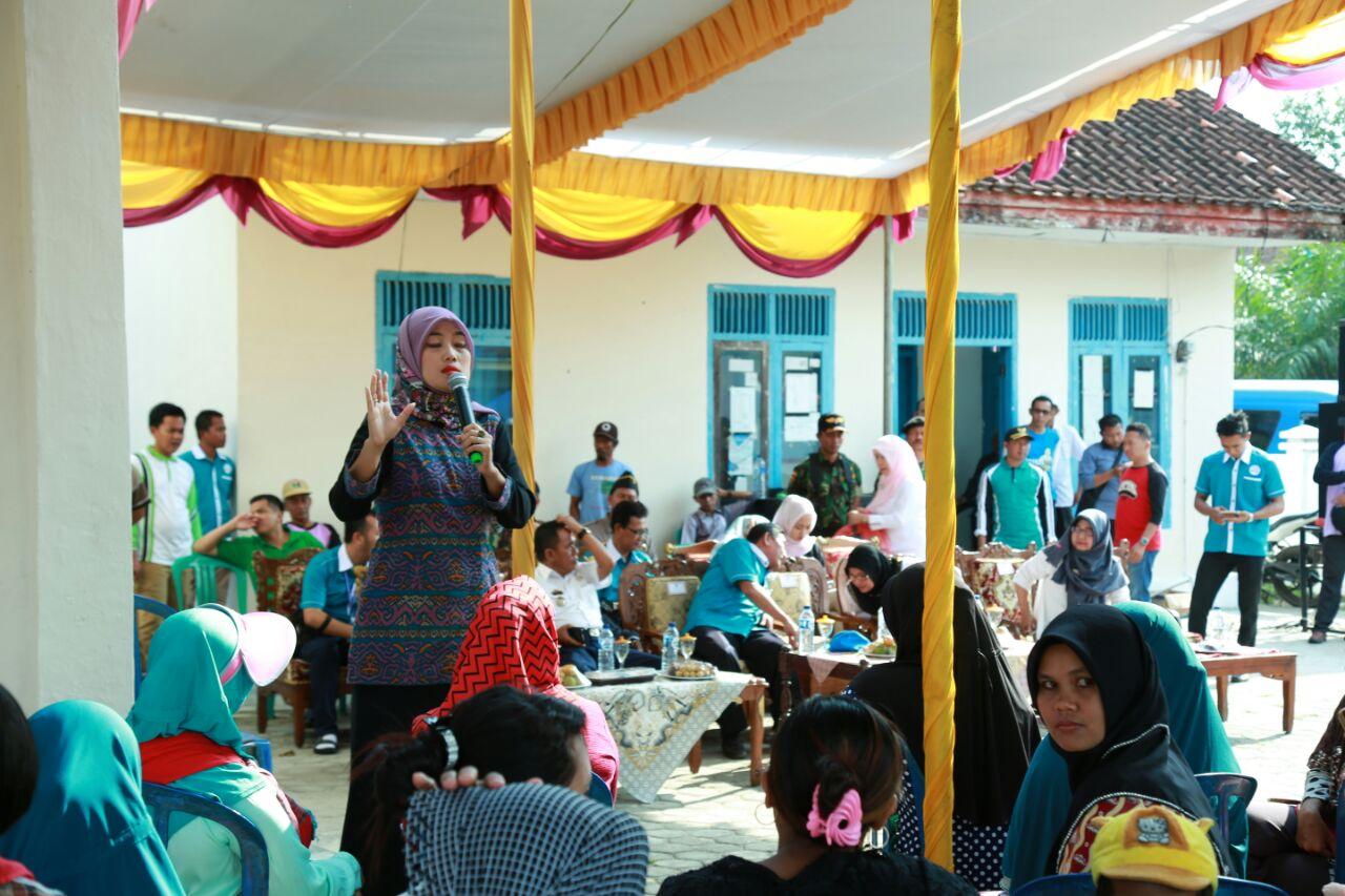 LAMPUNG POST | Bupati Chusnunia Turun Lapang Sukseskan Camping KKBPK