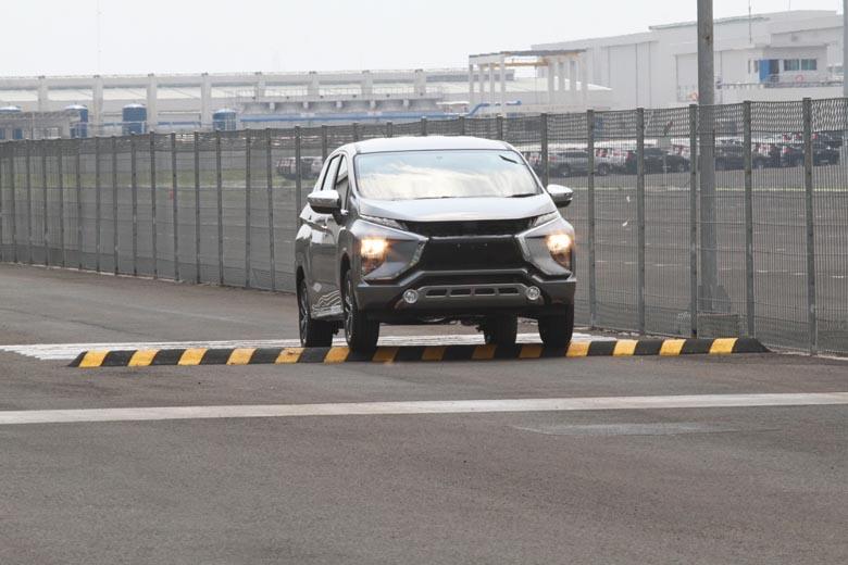 LAMPUNG POST | Mitsubishi Xpander Raih Bintang 4 Tes Keselamatan