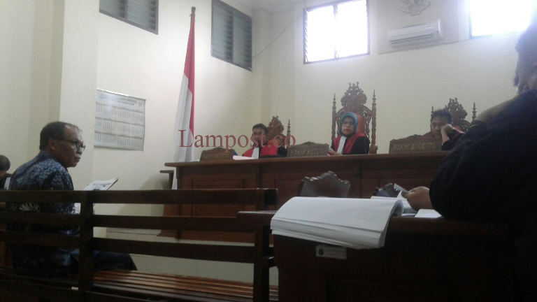 LAMPUNG POST | Rektor Unila Penuhi Panggilan Pengadilan Perkaral Pencemaran Nama Baik Oleh Maruli
