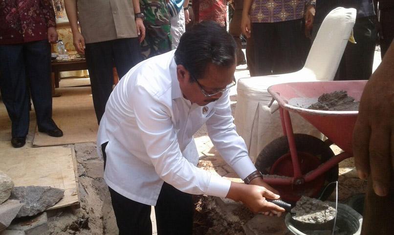 LAMPUNG POST | VIDEO: Jaksa Agung Letakkan Batu Pertama Masjid di Kejati Lampung