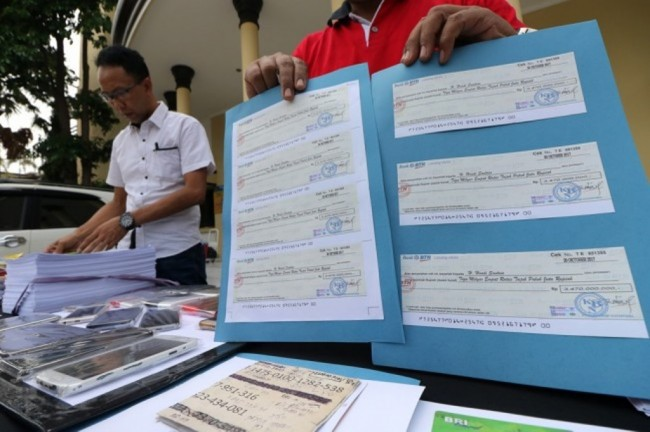 LAMPUNG POST | Bongkar Arisan Online, Polisi Amankan Aset Senilai Rp1,5 Miliar