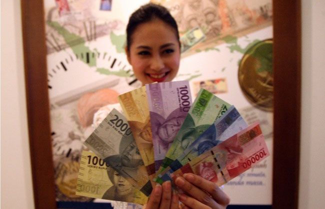 LAMPUNG POST | Rupiah Dibuka Melemah Tipis ke Rp13.307/USD